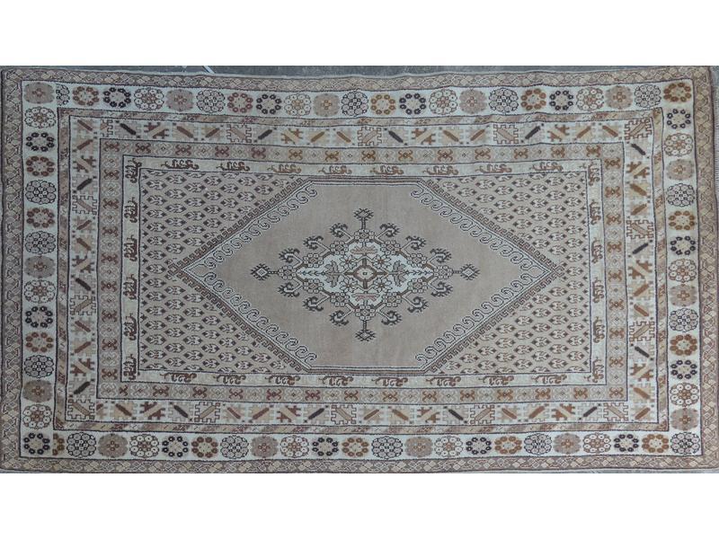grand tapis rectangulaire en laine motifs marron. Black Bedroom Furniture Sets. Home Design Ideas