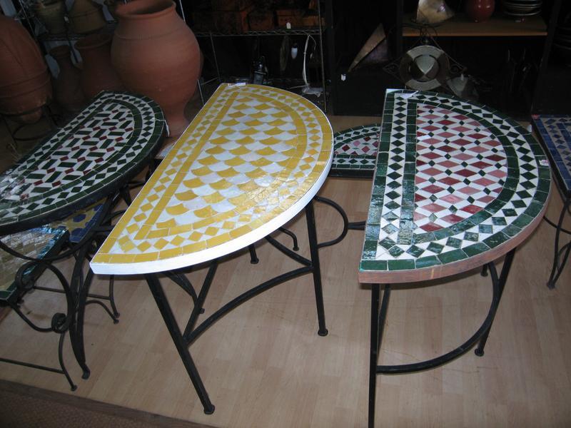 console demi lune en fer forg plateau de carreaux de cramique vert et rouge motif gomtrique larg 80 cm
