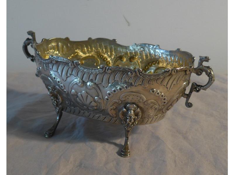 Coupe ovale en argent deux anses en griffons - Magie corps coupe en deux ...