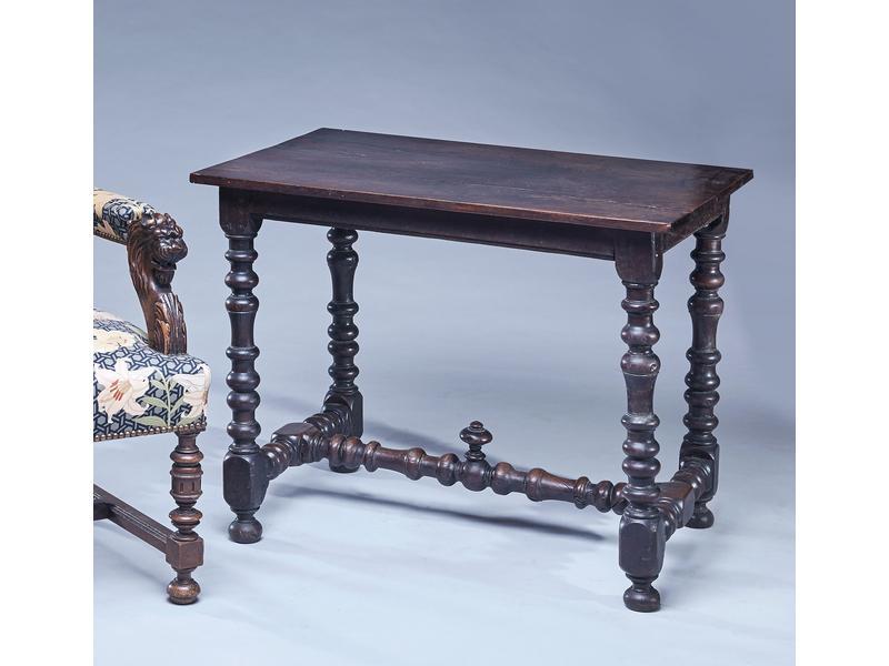 Petite table en noyer teint tourn pieds tourn s - Cote table vente en ligne ...