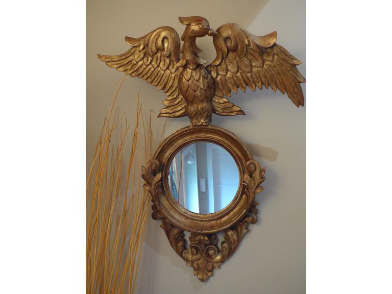 Miroir circulaire dans un cadre en bois sculpt for Miroir circulaire