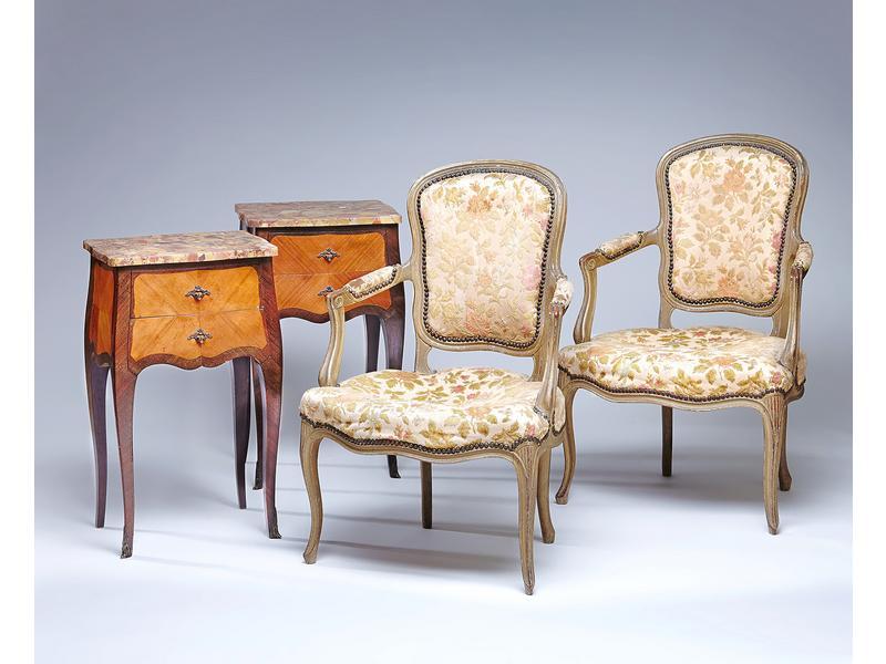 paire de tables de chevets en placage de bois. Black Bedroom Furniture Sets. Home Design Ideas