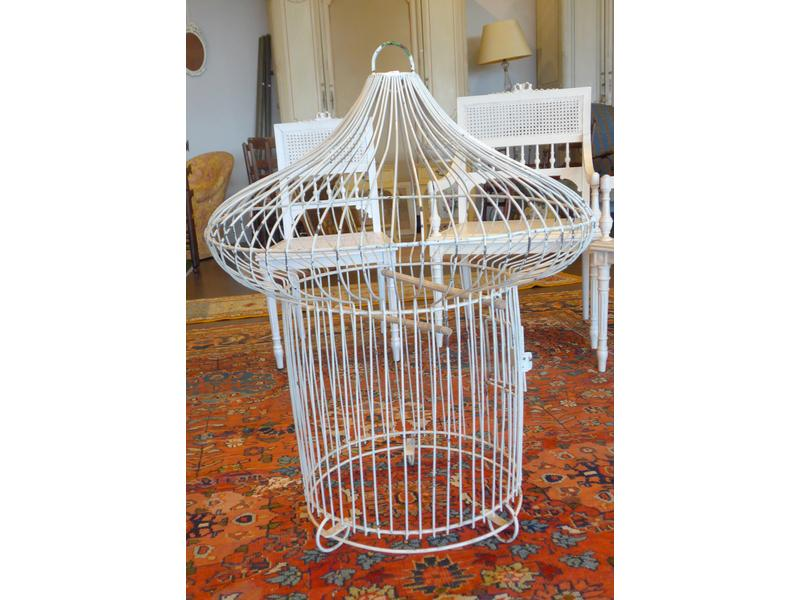 grande cage oiseaux en fer forg blanc forme. Black Bedroom Furniture Sets. Home Design Ideas