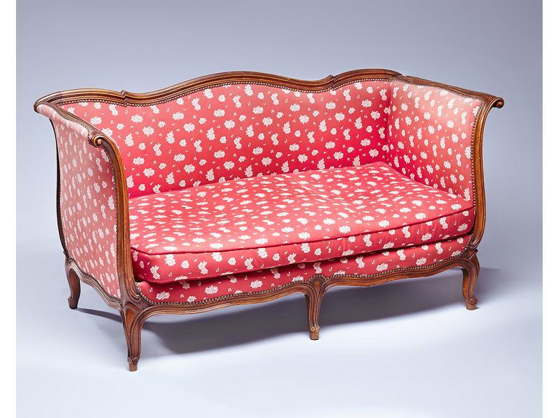 banquette deux places type ottoman en bois teint. Black Bedroom Furniture Sets. Home Design Ideas