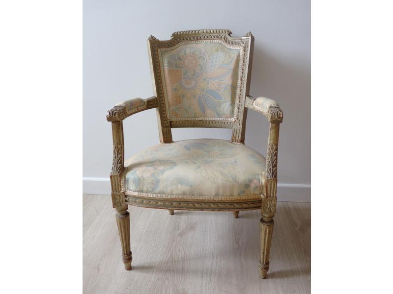 petit fauteuil de ma trise ou d 39 enfant en h tre. Black Bedroom Furniture Sets. Home Design Ideas