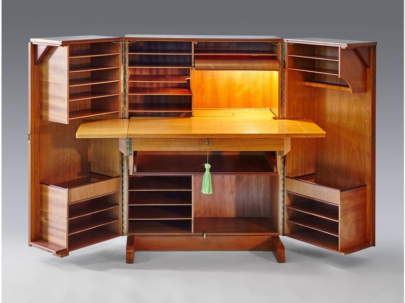 bureau malle en rable ouvrant par deux vantaux. Black Bedroom Furniture Sets. Home Design Ideas