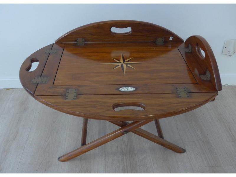 table basse ovale en acajou et placage d 39 acajou. Black Bedroom Furniture Sets. Home Design Ideas