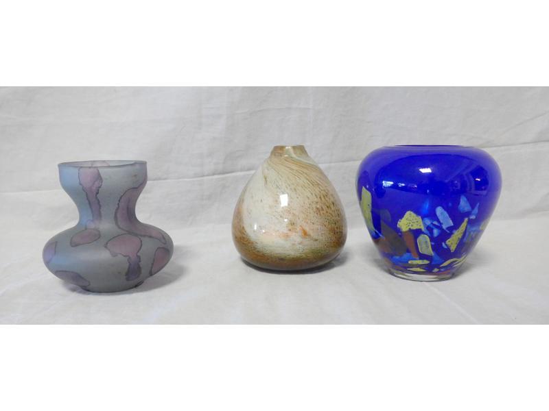 petit vase tulipe en verre bleu et violet haut. Black Bedroom Furniture Sets. Home Design Ideas