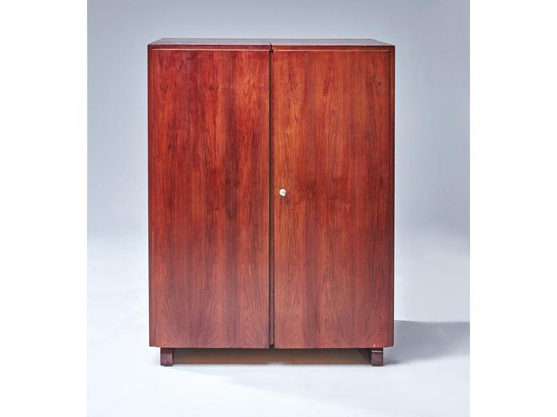 Bureau malle en placage de bois verni ouvrant