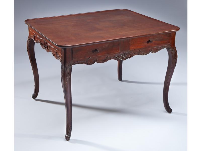 grande table cabaret de forme rectangulaire en. Black Bedroom Furniture Sets. Home Design Ideas